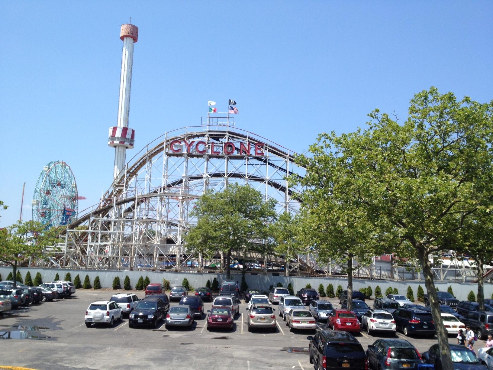 a day of fun coney island brooklyn new york amusement park chixpix. Black Bedroom Furniture Sets. Home Design Ideas