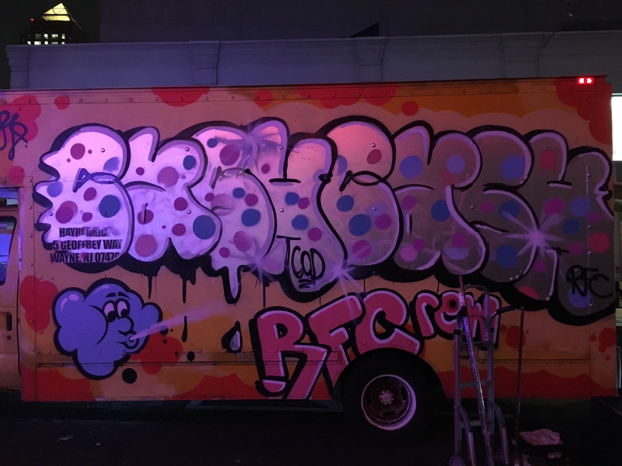 Tribute To Graffiti Art 50 Beautiful Street Artworks Smashing Magazine